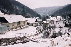 Paisaje del pueblo del invierno Foto de archivo libre de regalías