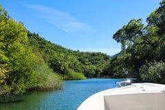 Paisaje del río de Cetina en Croacia del barco Imagen de archivo