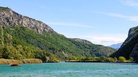 Paisaje del río de Cetina en Croacia del barco Fotografía de archivo libre de regalías