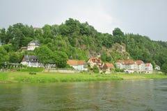 Paisaje del río de Elbe en verano. foto de archivo