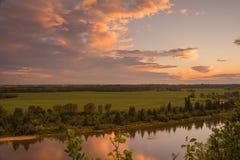 Paisaje del río de los ciervos comunes Imágenes de archivo libres de regalías