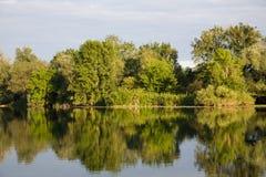Paisaje del río en Francia Imagen de archivo libre de regalías