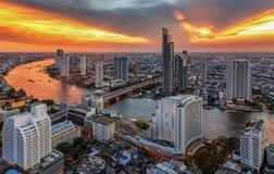 Paisaje del río en la ciudad de Bangkok Imágenes de archivo libres de regalías