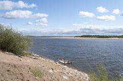 Paisaje del río en verano Fotos de archivo libres de regalías