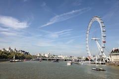 Paisaje del río Támesis con el ojo de Londres Imagen de archivo