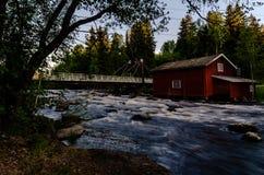 Paisaje del río y molino viejo Imagen de archivo libre de regalías