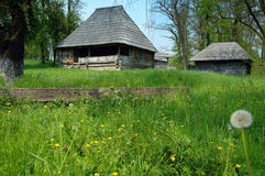 Paisaje del resorte en aldea rumana Fotografía de archivo libre de regalías