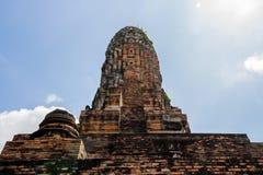 Paisaje del ` s de Tailandia en el parque histórico de Ayutthaya, Ayutthaya, 2560, contexto brillante del cielo imagenes de archivo