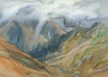 Paisaje del valle de la montaña con el fondo de la acuarela de las nubes libre illustration