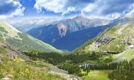 Paisaje del valle de las montañas de Colorado Imágenes de archivo libres de regalías