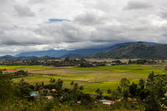 Paisaje del valle en las montañas Fotografía de archivo