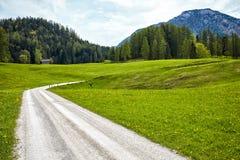 Paisaje del valle en montañas alpinas Imágenes de archivo libres de regalías
