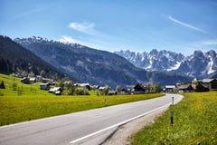 Paisaje del valle en montañas alpinas Fotografía de archivo libre de regalías