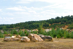 Paisaje del verano con las rocas Foto de archivo libre de regalías