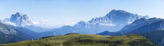 Paisaje del verano de las montañas Foto de archivo libre de regalías