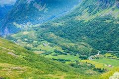 Paisaje del verano de las montañas en Noruega Imagenes de archivo