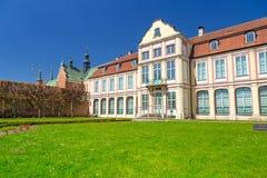Paisaje del verano del palacio de los abades en Gdansk Oliwa Fotografía de archivo