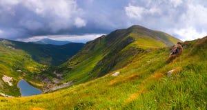Paisaje del verano en las montañas Fotos de archivo libres de regalías