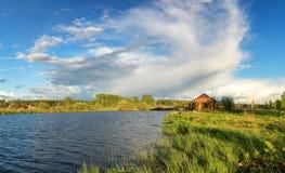 Paisaje del verano en los bancos del río de Ural, Rusia, Imágenes de archivo libres de regalías
