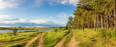 Paisaje del verano en los bancos del río de Ural, Rusia, Fotografía de archivo libre de regalías