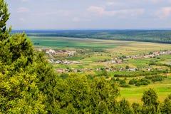 Paisaje del verano, visión desde la montaña Imagen de archivo