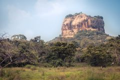 Paisaje del viaje de Sri Lanka de la se?al Sri Lanka de la UNESCO de la monta?a de la roca del le?n de Sigiriya imagen de archivo libre de regalías
