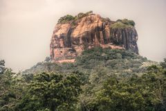 Paisaje del viaje de Sri Lanka de la se?al Sri Lanka de la UNESCO de la monta?a de la roca del le?n de Sigiriya fotografía de archivo libre de regalías