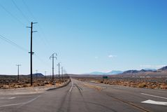 Paisaje del viaje por carretera con las montañas Imagen de archivo