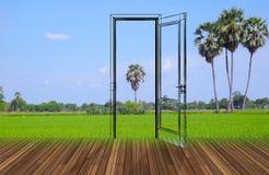 Paisaje detrás de la puerta de abertura, 3D Foto de archivo