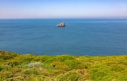 Paisaje en Armor Coastline - la Bretaña, Francia fotografía de archivo