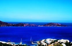 Paisaje en Creta con el mar y la ciudad en Grecia Foto de archivo