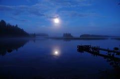 Paisaje en el lago imagenes de archivo