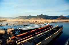 Paisaje del lago china Yunnan Lugu en invierno Imagen de archivo libre de regalías