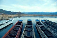 Paisaje del lago china Yunnan Lugu en invierno Fotos de archivo