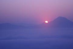 Paisaje en la niebla Imágenes de archivo libres de regalías