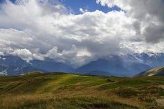 Paisaje en las colinas georgianas Imagen de archivo