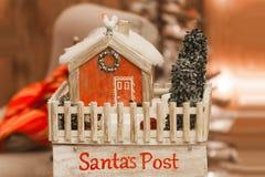 Paisaje en los posts Bielorrusia, Minsk, DEC de la Navidad del ` s de Papá Noel de la tienda Imagen de archivo libre de regalías