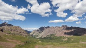 Paisaje en Rocky Mountains, desierto marrón-Snowmass de Timelapse almacen de video
