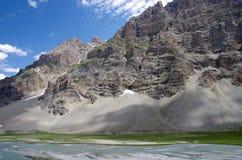 Paisaje entre Sonamarg y Kargil en Ladakh, la India Fotografía de archivo