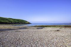 Paisaje escénico de la costa de Pembrokeshire, Reino Unido Colorido y buceadores fotografía de archivo