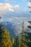 Paisaje escénico de la montaña fotos de archivo