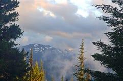 Paisaje escénico de la montaña fotografía de archivo