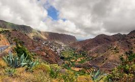 Paisaje escénico del valle de la montaña Foto de archivo