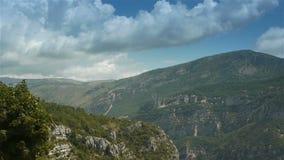 Paisaje escénico pre Alpes en Francia del sur almacen de video
