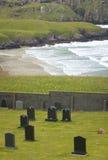 Paisaje escocés con el cementerio y la costa costa escocia Reino Unido Fotografía de archivo