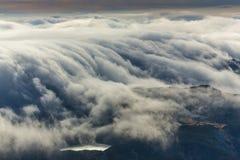 Paisaje espectacular de la montaña en las montañas, con el mar de nubes Imagen de archivo libre de regalías