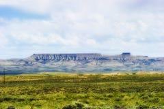 Paisaje extenso de Wyoming debajo de las nubes ligeras imagen de archivo libre de regalías