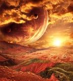 Paisaje fantástico con el planeta, montañas, puesta del sol imagenes de archivo