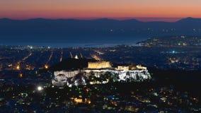 Paisaje griego de la acrópolis contra la puesta del sol Imagenes de archivo
