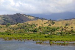 Paisaje hermoso con agua y la cordillera, pre-Winston, Fiji, 2015 Imágenes de archivo libres de regalías